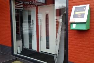 AED bij Van der Padt deuren